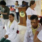 Realizan imposición de cofias e insignias a enfermeras y enfermeros