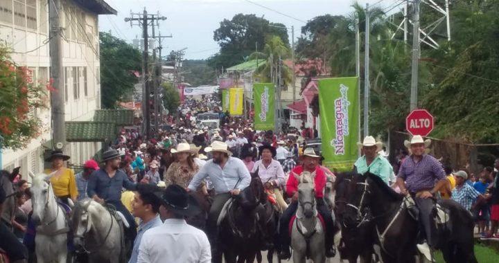 Desfile hípico destaca en 116 años de Bluefields