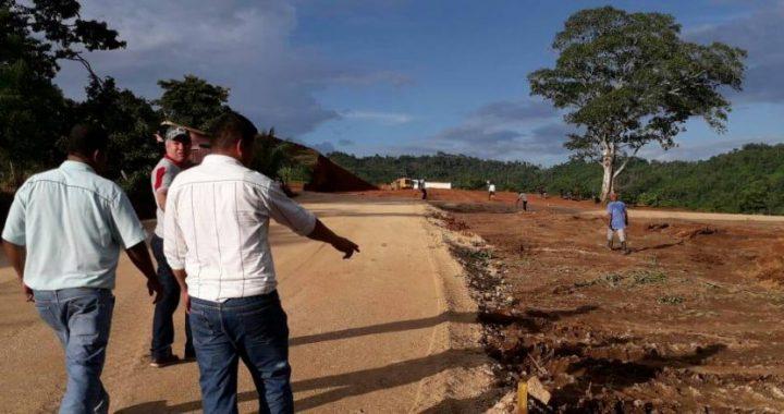 Alcalde de Rosita visita proyectos en ejecución para ver avances