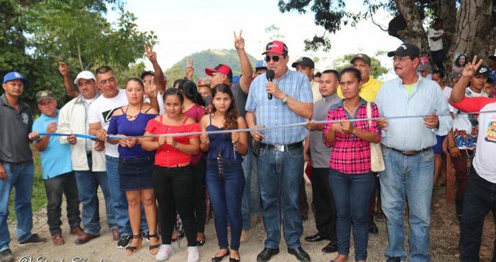 Reparan caminos en Villanueva, Siuna